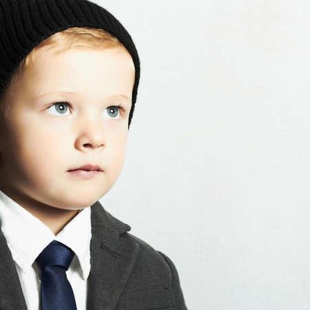 Modischen kleinen Jungen in suit.style Kind. Mode Kinder Standard-Bild - 33967890
