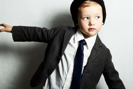 mode kleine jongen in tie.stylish kind. mode kinderen Stockfoto