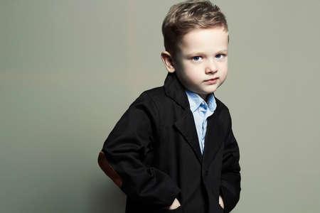 modieuze kleine boy.stylish jongen in pak. mode kinderen Stockfoto