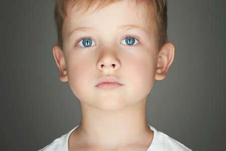 kind. grappige kleine jongen. detailopname. vreugde. 5 jaar old.kids emotie Stockfoto