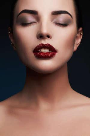 美容モデル Woman.Beautiful レッド Lips.Gorgeous グラマー女性 Portrait.Makeup Detail.glitter 唇