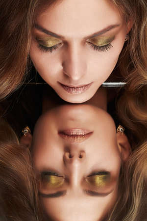 Beautiful woman with mirror reflection. Beauty model girl with make-up and curly hair Banco de Imagens - 77931877