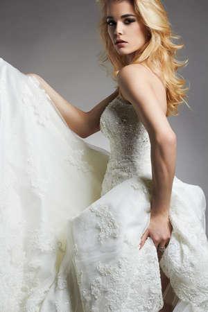 結婚式 dress.fashion スタイルの花嫁の女の子の美しい花嫁女
