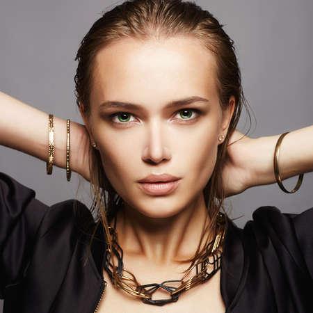 Beautiful woman with wet hair and make-up.model girl.fashion beauty make up Zdjęcie Seryjne - 84405509