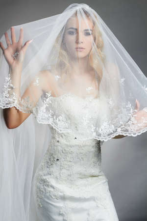 Beautiful bride woman in wedding dress and veil. fashion portrait of young gorgeous bride Stok Fotoğraf