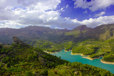 beautiful lake in the mountains of spain. El Castell de Guadalest landscape 스톡 콘텐츠