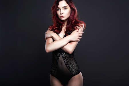 bella ragazza in lingerie. capelli sani di colore. Giovane donna sexy in biancheria intima Archivio Fotografico