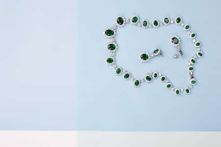 Woman's Jewelry. jewelry set background. Beautiful necklace and earrings with green stones 免版税图像