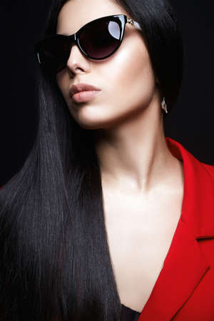 fashion portrait of Beautiful woman in sunglasses. jewelry. beauty girl