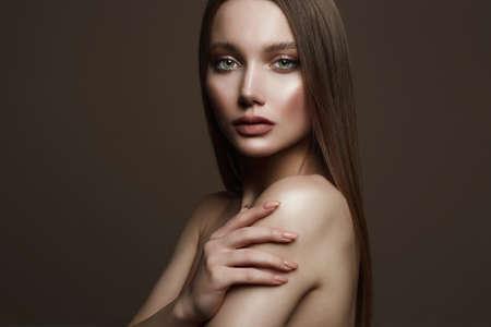 Beautiful young woman. sensual girl with beautiful make-up. beauty fashion portrait