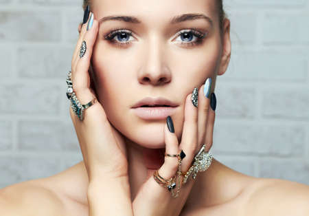 beautiful woman. hands with jewelry rings. fashion girl make-up and manicure.beauty face 免版税图像