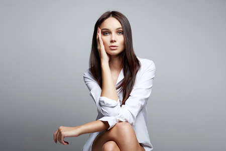 Beautiful Brunette Girl. fashion beauty portrait of beautiful woman