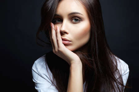 Beautiful Brunette Girl. fashion beauty portrait of young woman