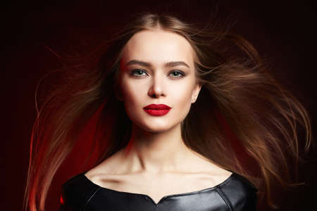 Beauty young Woman with healthy Hair in color Light. Beautiful girl 免版税图像 - 158765064