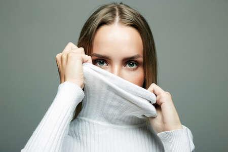beautiful female eyes. fashionable blonde girl in white wool turtleneck 免版税图像 - 159503291