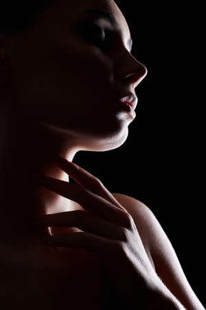 Beautiful Woman silhouette in the dark. Pretty girl portrait 免版税图像