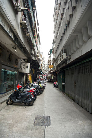 congested: Narrow street