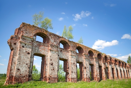petrovich: Abandoned landmark  fragment of military quarters wall  Was built in 6 years from 1818  Architect - Vasily Petrovich Stasov  Selishi village, Novgorod region, Russia