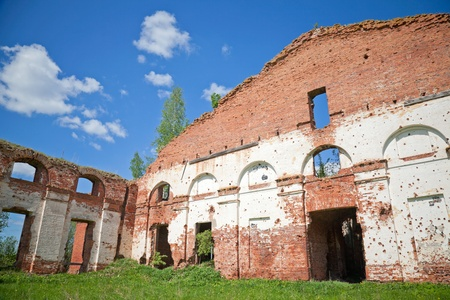 petrovich: Abandoned landmark  walls of old military quarters  Was built in 6 years from 1818  Architect - Vasily Petrovich Stasov  Selishi village, Novgorod region, Russia Stock Photo