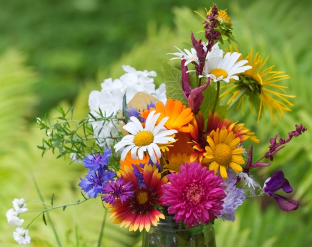 mixed flower bouquet: Bright colorful bouquet of garden and wild natural flowers, selective focus