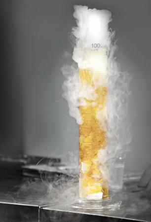 vaso de precipitado: La reacci�n qu�mica entre el carbono s�lido y agua