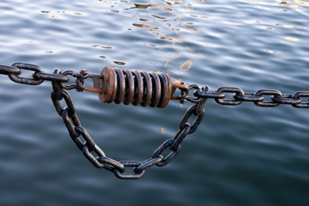 chainlinks: Black ships chain with dampher