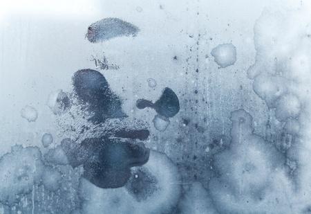 男性顔の冷凍の窓からすに印刷