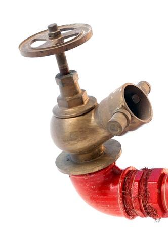 red tube: Idrante antincendio sul tubo rosso con valvola classica isolato su sfondo bianco