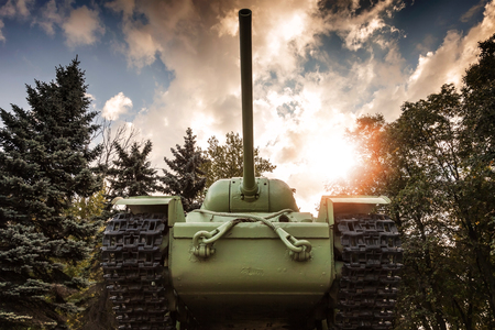 militarily: Soviet heavy KV-85 tank from the Second World War with forest and dramatic sky on a background. Monument in St-Petersburg Stock Photo