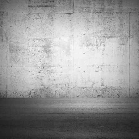 Abstract parking interieur fragment met betonnen muur en asfalt grond