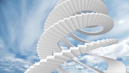 Witte spiraalvormige trap gaat in de bewolkte hemel Stockfoto