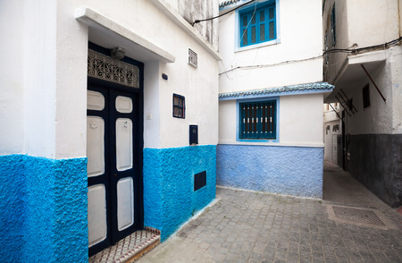 maroc: Narrow street of old Medina  Historical central part of Tanger city, Morocco