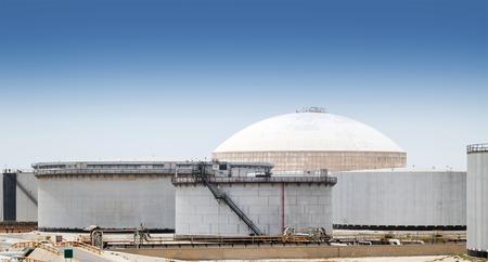 nafta: Group of large fuel tanks. Ras Tanura oil terminal, Saudi Arabia Stock Photo