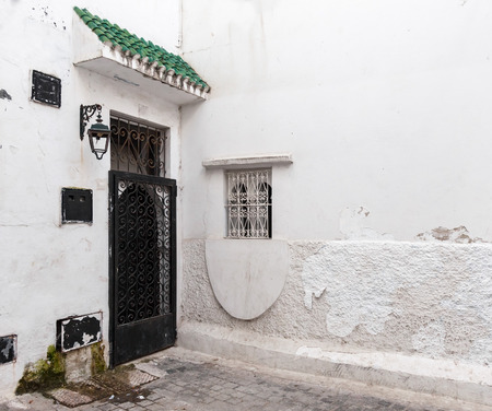 maroc: Locked door and white walls  Old Medina, historical part of Tanger, Morocco Stock Photo