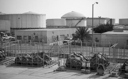 nafta: Tanks and port equipment. Ras Tanura oil terminal, Saudi Arabia