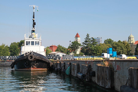 superstructure: Black tug with white superstructure stands in Burgas