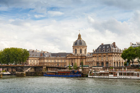 パリの研究所・ ド ・ フランス、それは建築家 Louis ルヴォーによって ...