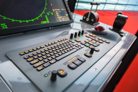 Modern ship control panel with radar screen, accelerator, trackball and keyboard Stockfoto