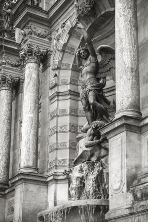 fontaine: Fontaine Saint-Michel in Paris, France.
