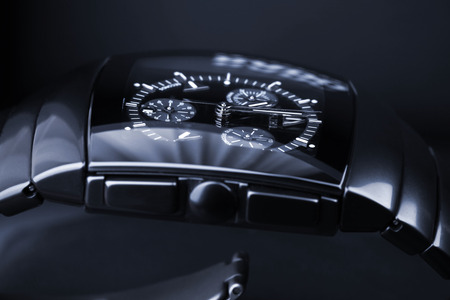 cronógrafo: San Petersburgo, Rusia - 18 de junio 2015: Rado Sintra Chrono establece sobre fondo oscuro, para hombre reloj cronógrafo hecha de cerámica de alta tecnología negro. Foto del primer estudio con enfoque selectivo. Azul tonificado Editorial