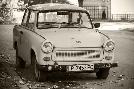 Ruse, Bulgarien - 29. September 2014: Alte Trabant 601s Auto steht auf einer Straßenseite geparkt