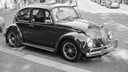 escarabajo: Helsinki, Finlandia - 13 de junio de 2015: principios de 1966 Volkswagen Escarabajo se encuentra estacionado en la calle de Helsinki Editorial