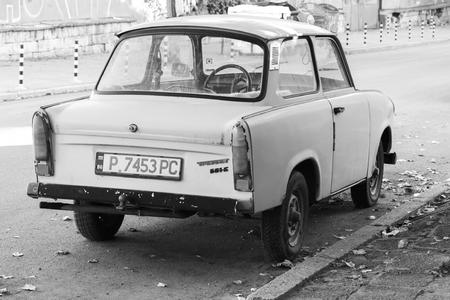 Ruse, Bulgarien - 29. September 2014: Alte Trabant 601S Auto steht auf einer Straßenseite geparkt. Es war das häufigste Fahrzeug in Ost-Deutschland Editorial