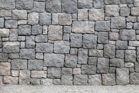 회색 돌 벽과 아스팔트 도로, 배경 질감