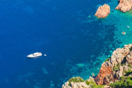 sud: vWhite pleasure boat anchored near rocky coast of Corsica island Stock Photo