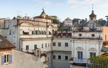 via: Skyline of old Rome, Italy. Via del Corso street view
