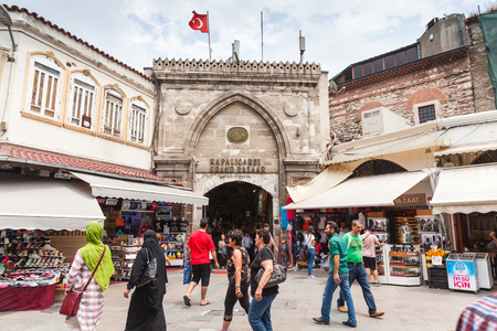 kapalicarsi: Istanbul, Turkey - June 28, 2016: Ordinary people walk on the street in old central district of Istanbul city near Grand Bazaar entrance