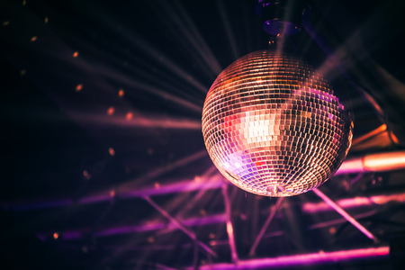 Discobal met heldere stralen, nachtpartij achtergrondfoto