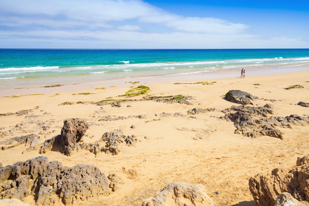 海岸の岩に砂浜ビーチのポルト ・ サント島、マデイラ諸島の島 写真素材