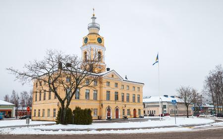 Hamina, Finland - 13 december 2014: historische stadhuis van Hamina. Oorspronkelijk gebouwd in 1798, werd gerenoveerd door Carl Ludvig Engel in 1840